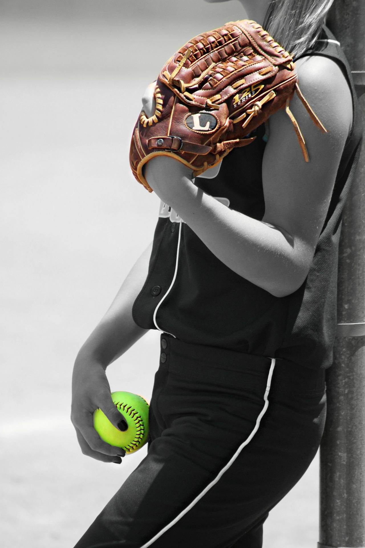野球をする女の子