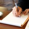 ノートとペンで執筆