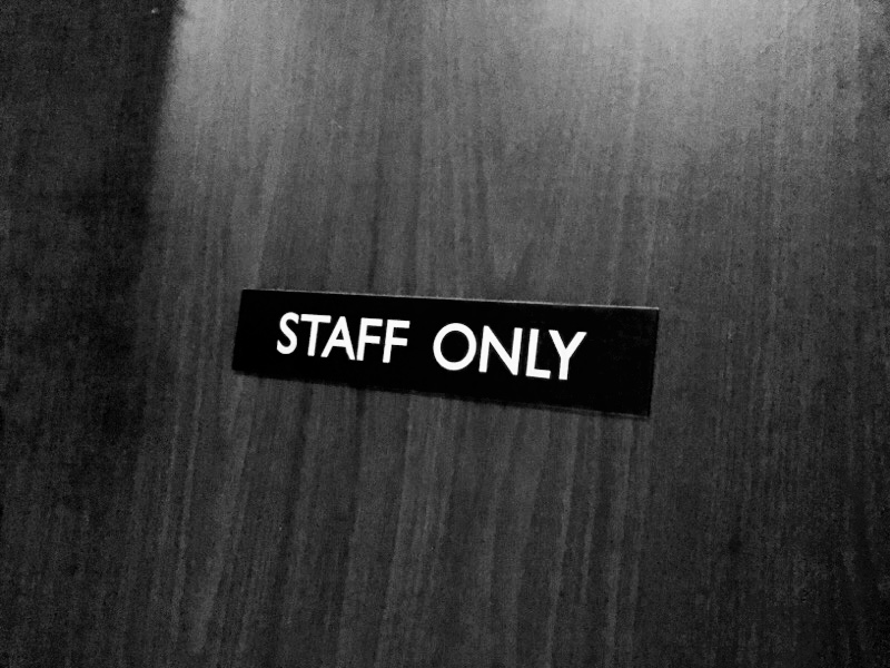 関係者以外立ち入り禁止