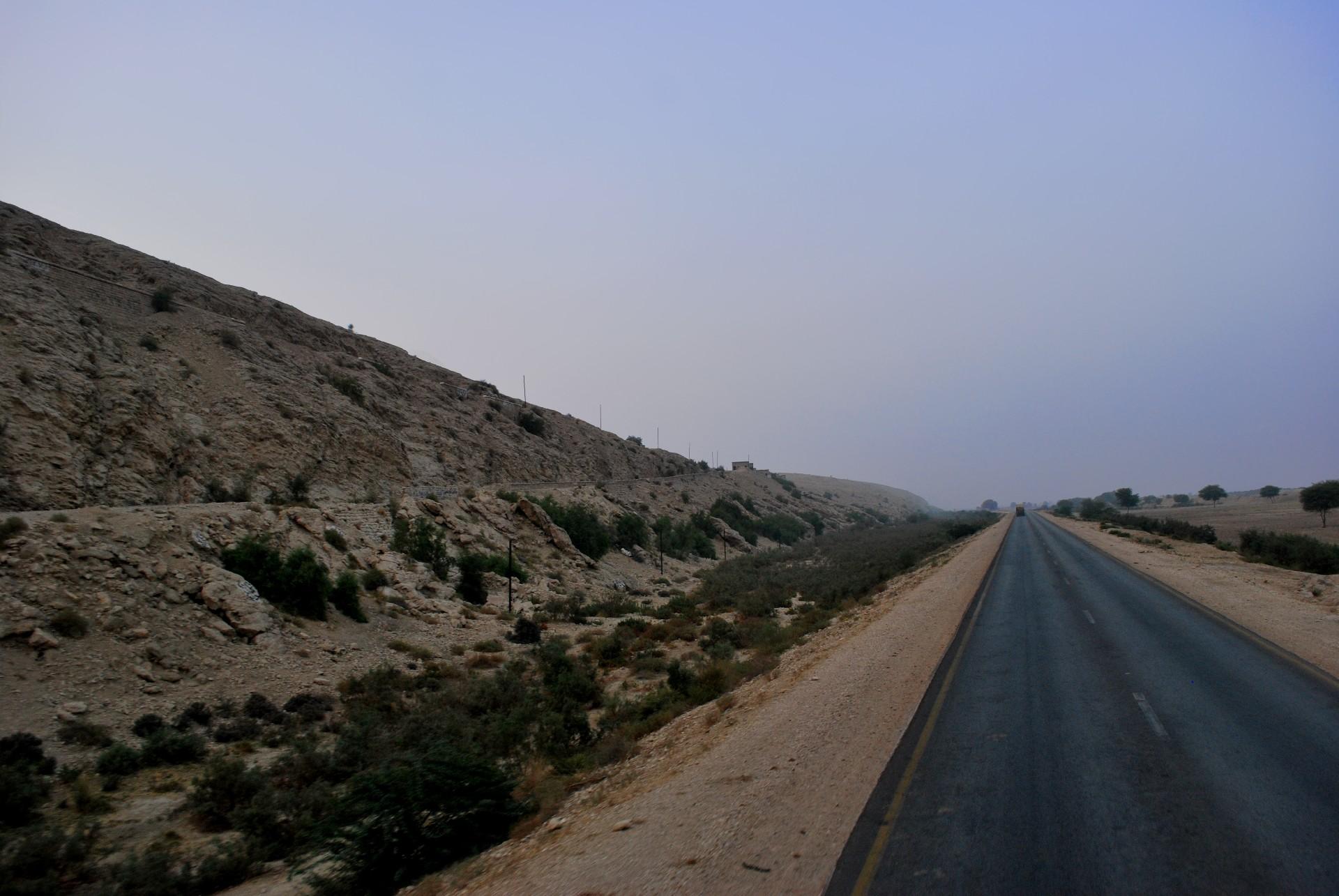 荒野の一本道
